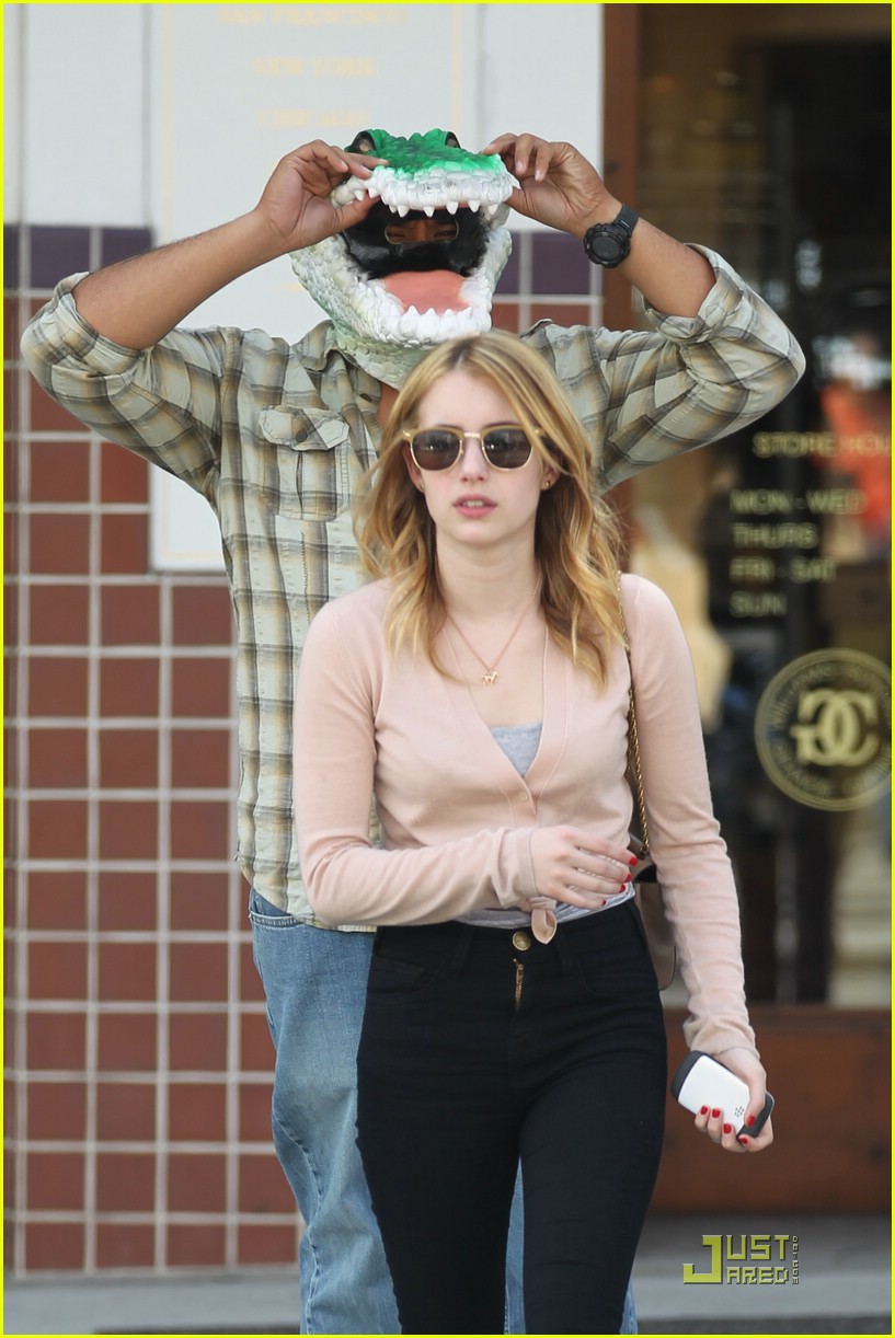 emma roberts shop croc 02