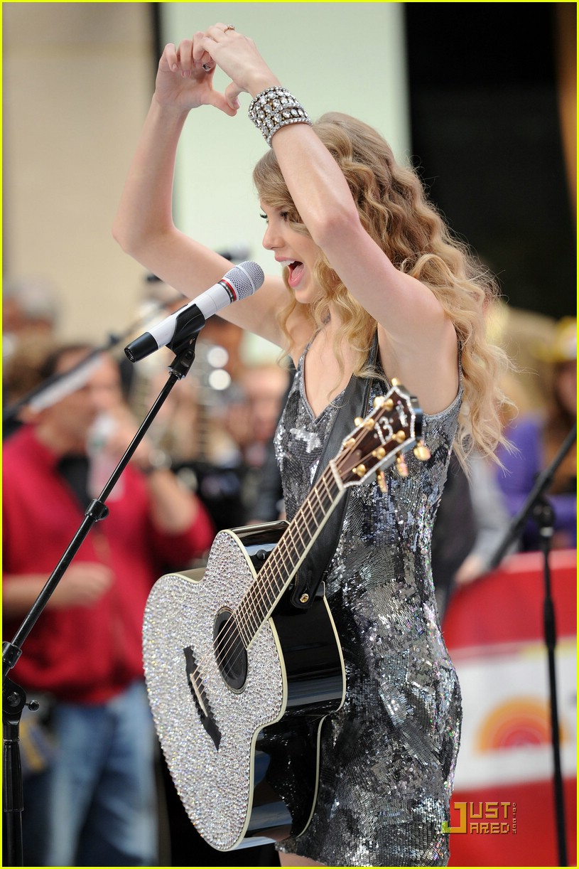 taylor swift rockefeller center 20