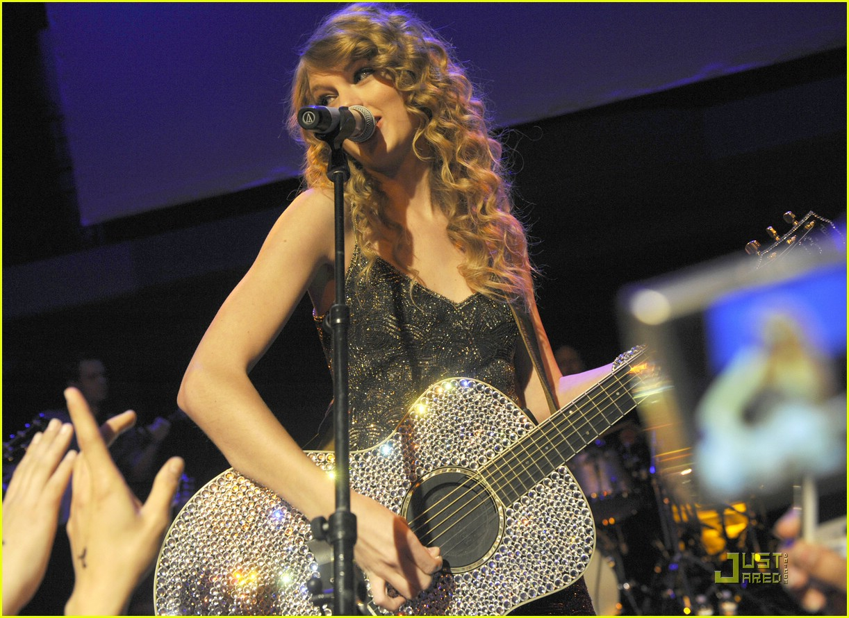 taylor swift salle showcase 06