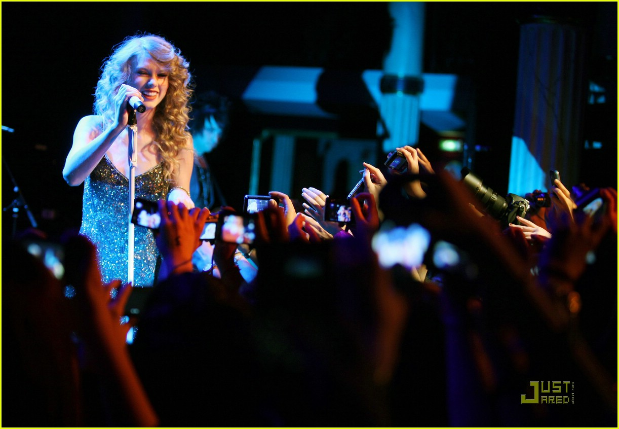 taylor swift salle showcase 30