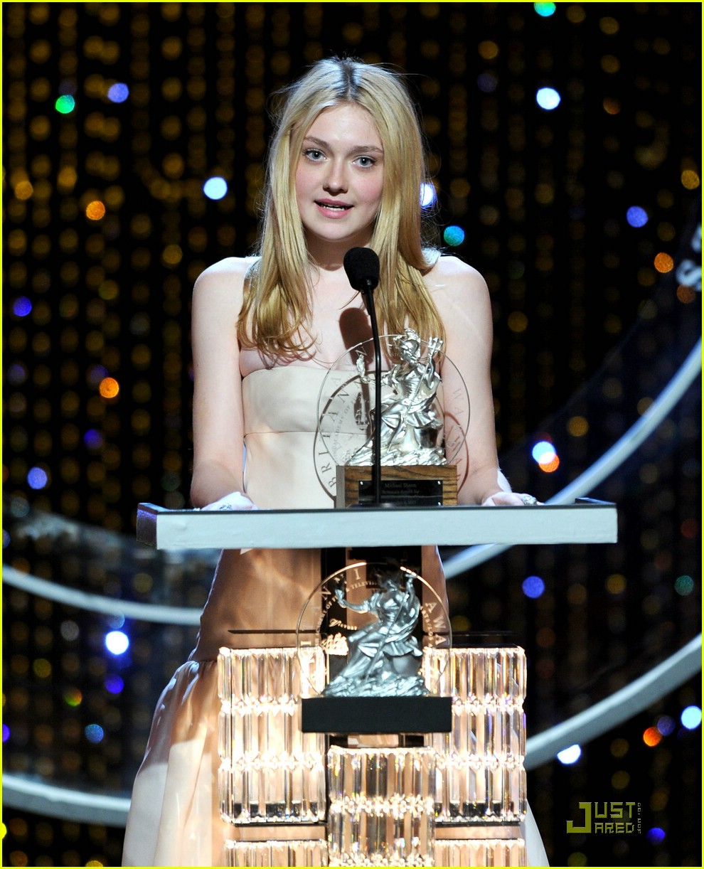 dakota fanning brittania awards 17