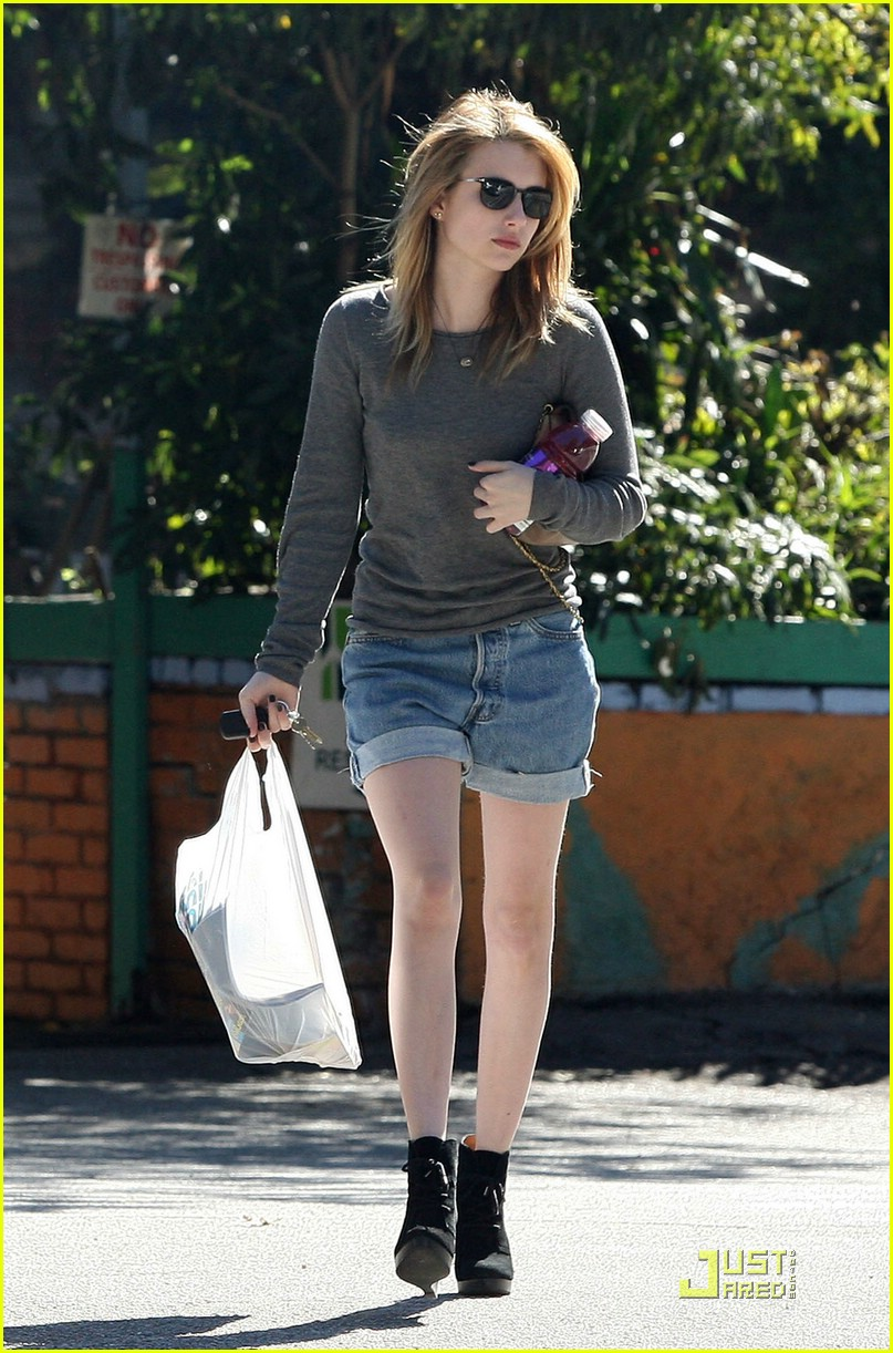 emma roberts coffee queen 04