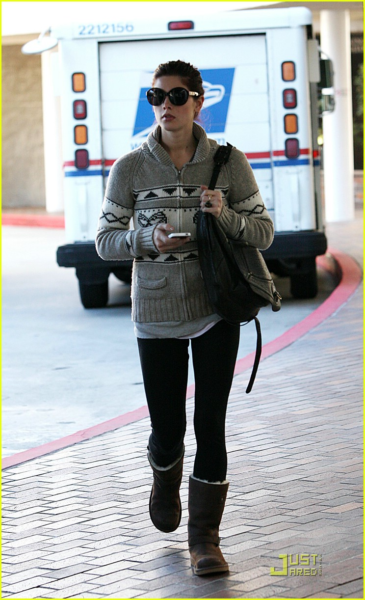 joe jonas ashley greene christmas tree 08