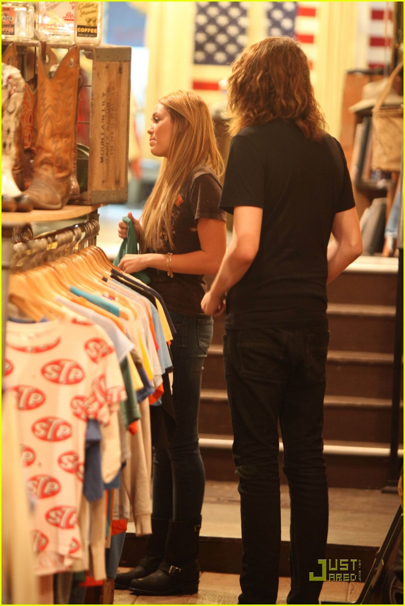 miley cyrus shopping hollywood 02