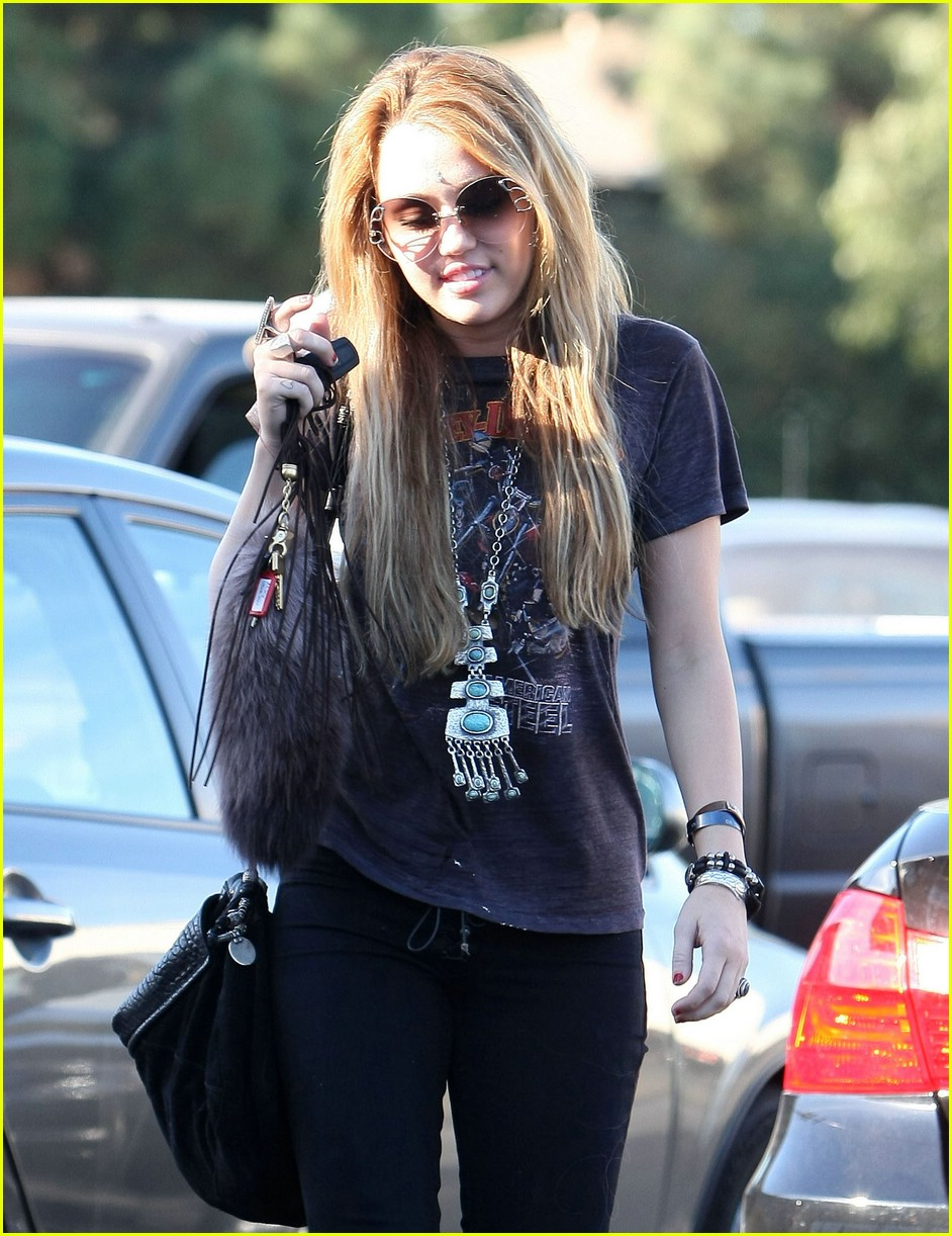miley cyrus so undercover deets 06