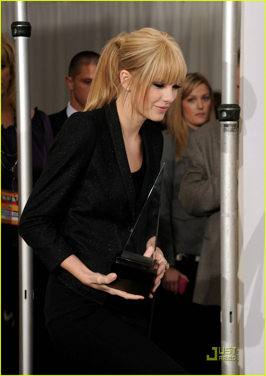 taylor swift december amas 02