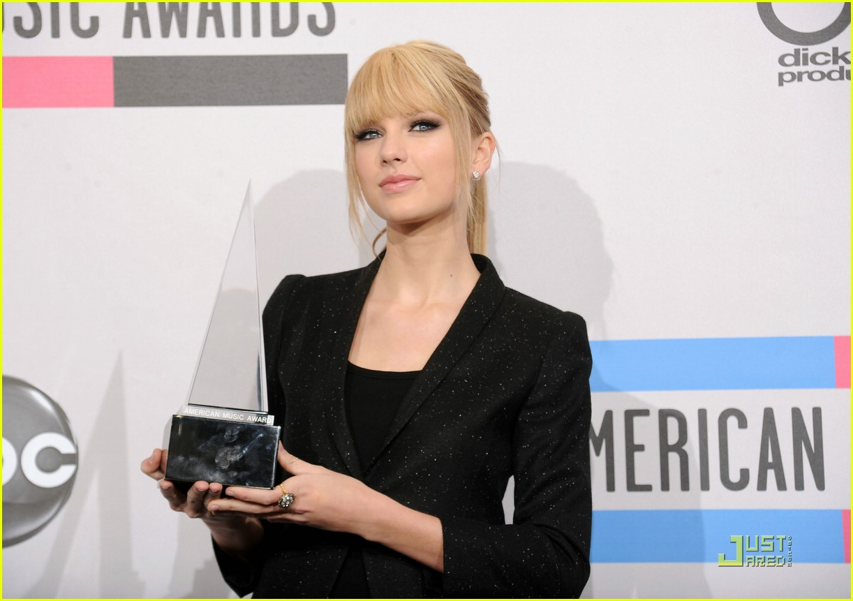 taylor swift december amas 10