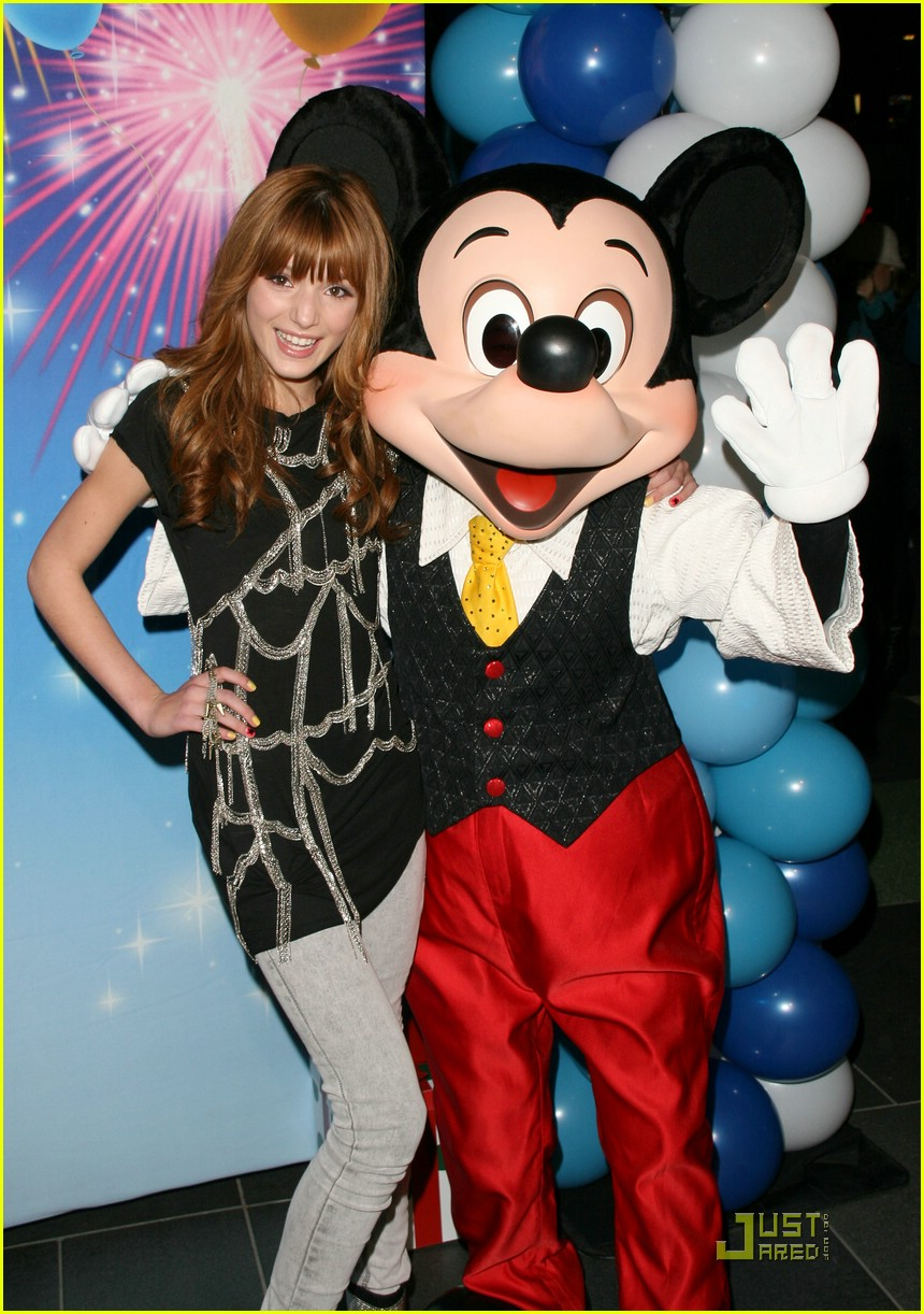 bella thorne zendaya disney ice 08