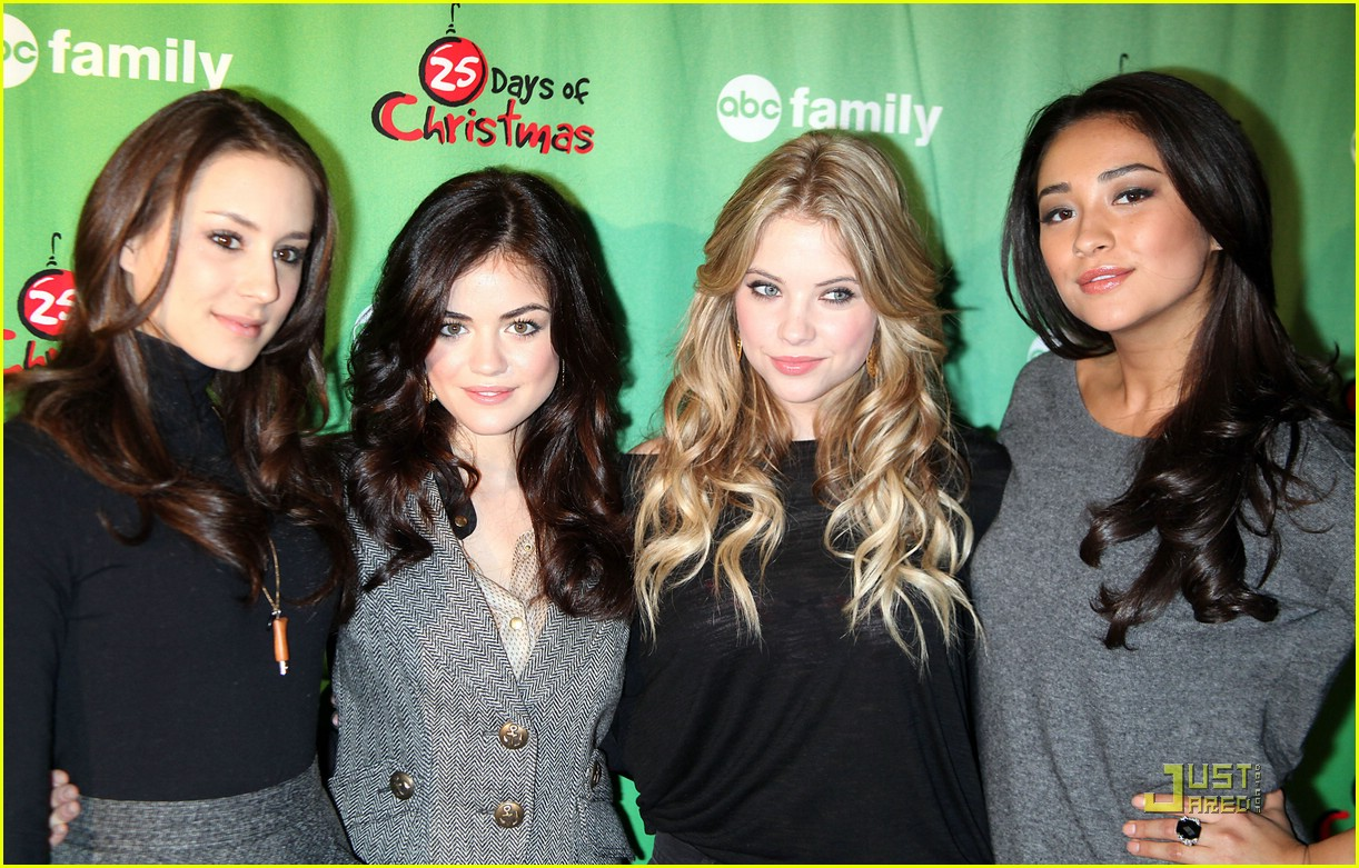 pretty little liars ice skate 01