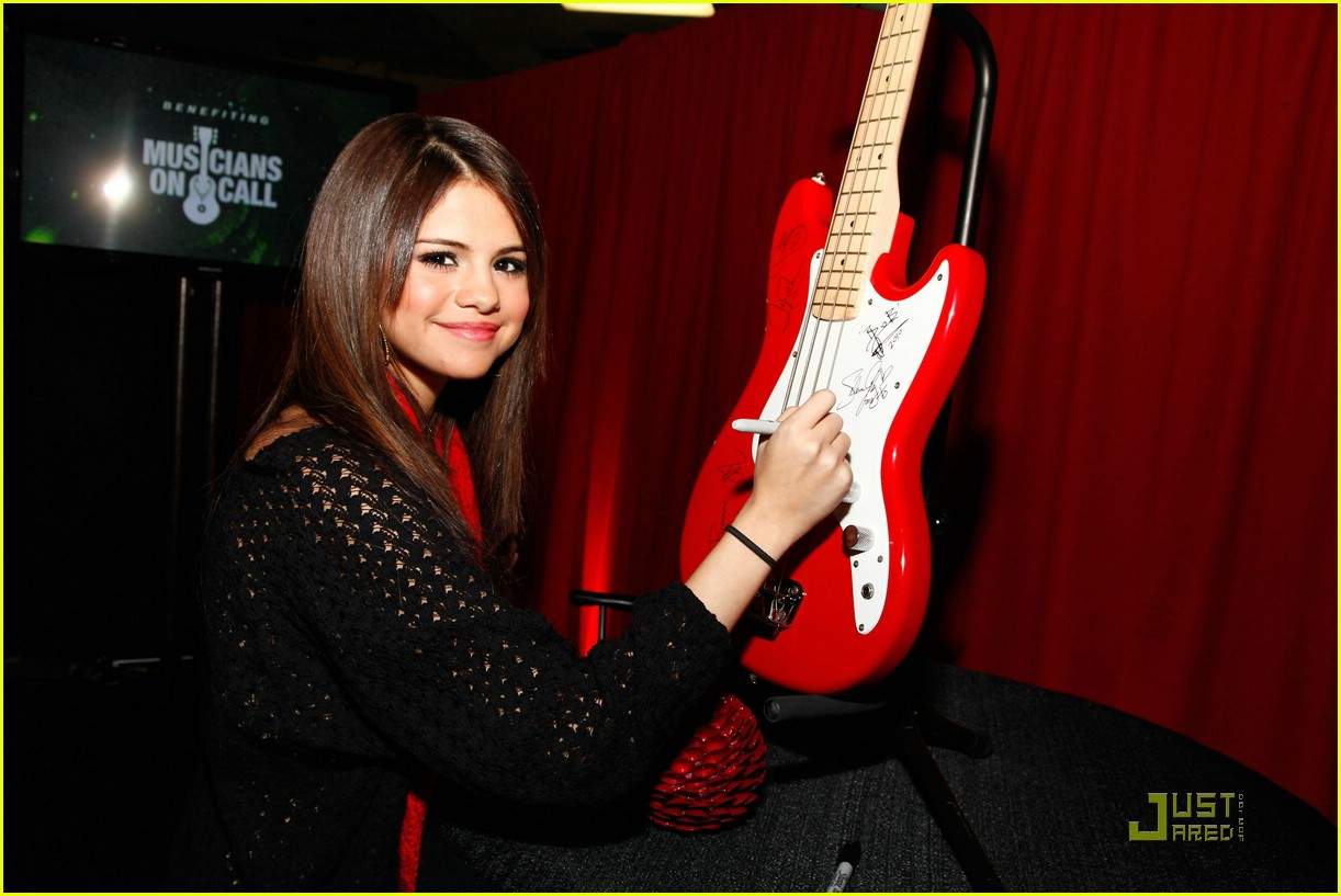 ... Gomez Jingles All The Way in Madison Square Garden | Just Jared Jr