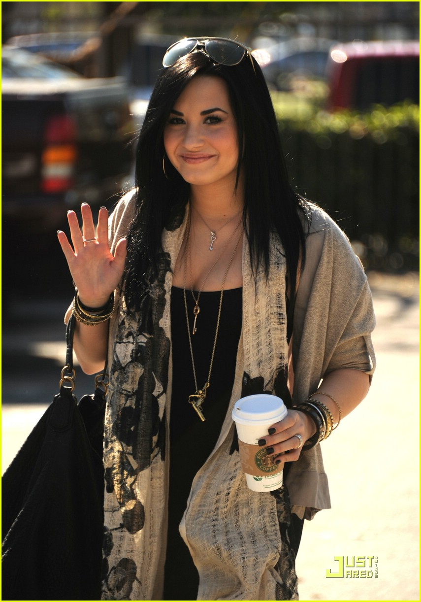 demi lovato leaves treatment 01