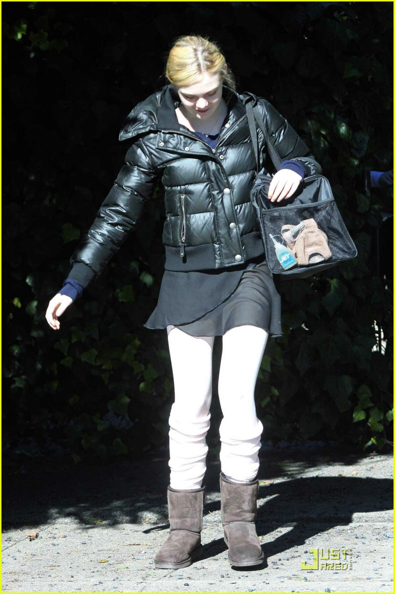 elle fanning ballet puff jacket 01