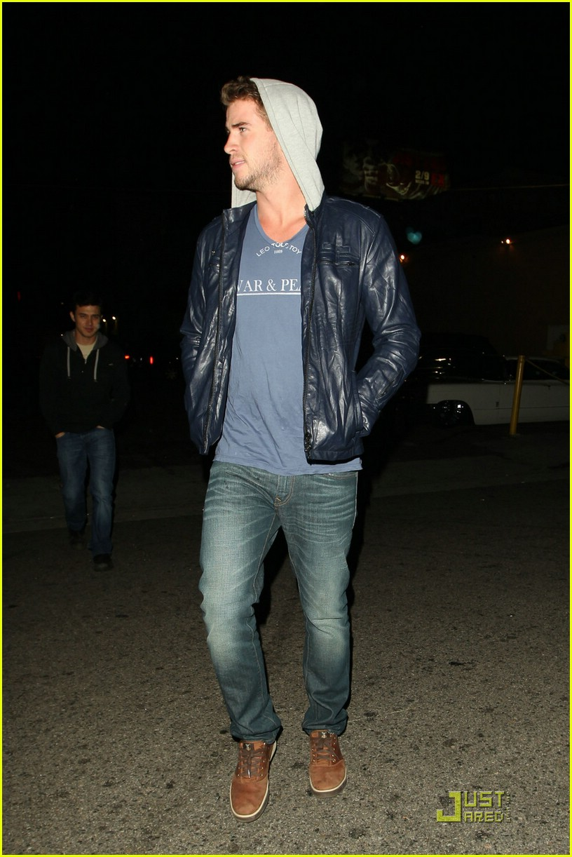 liam hemsworth eden nightclub 02