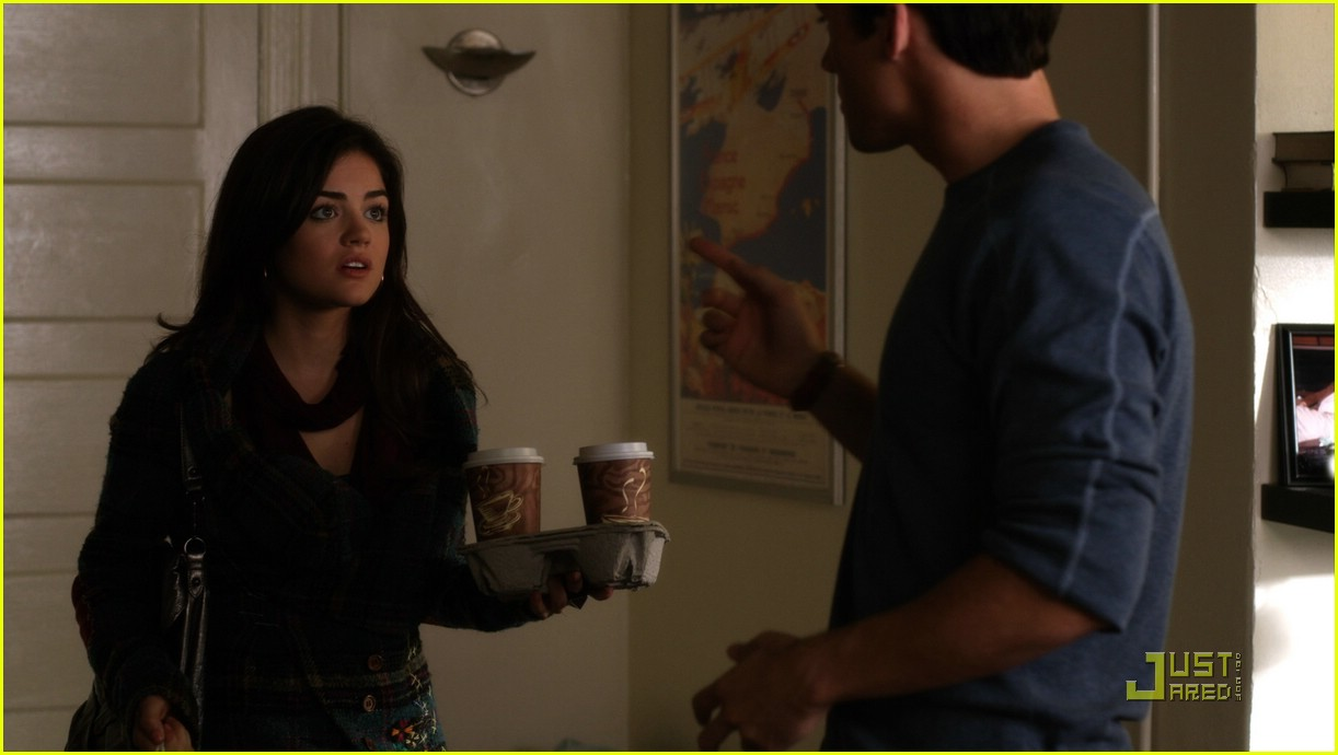 lucy hale coat aria pll 01