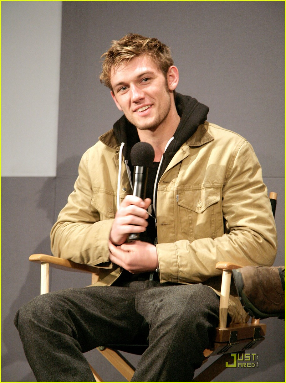 alex pettyfer apple store 11