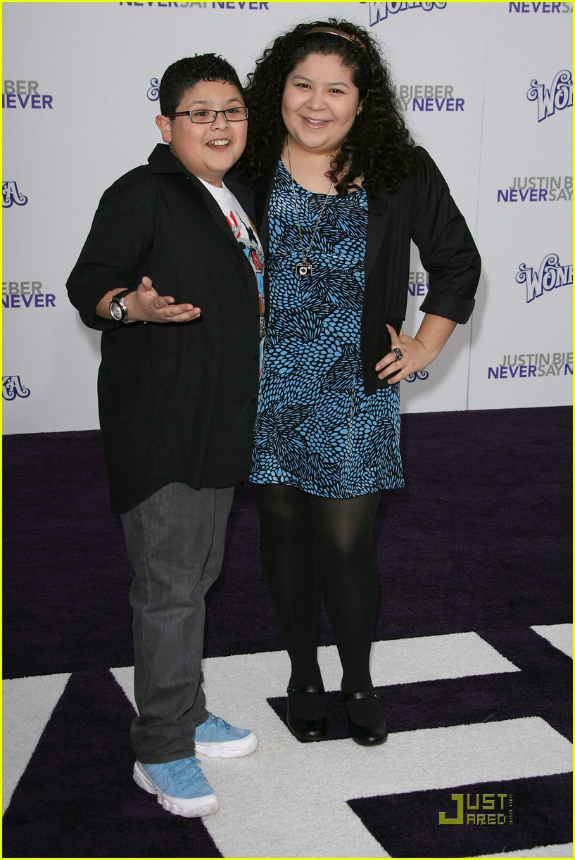 ariel winter rico raini rodriguez never ian4 03