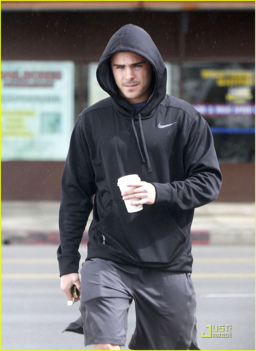 zac efron sweaty starbucks 10