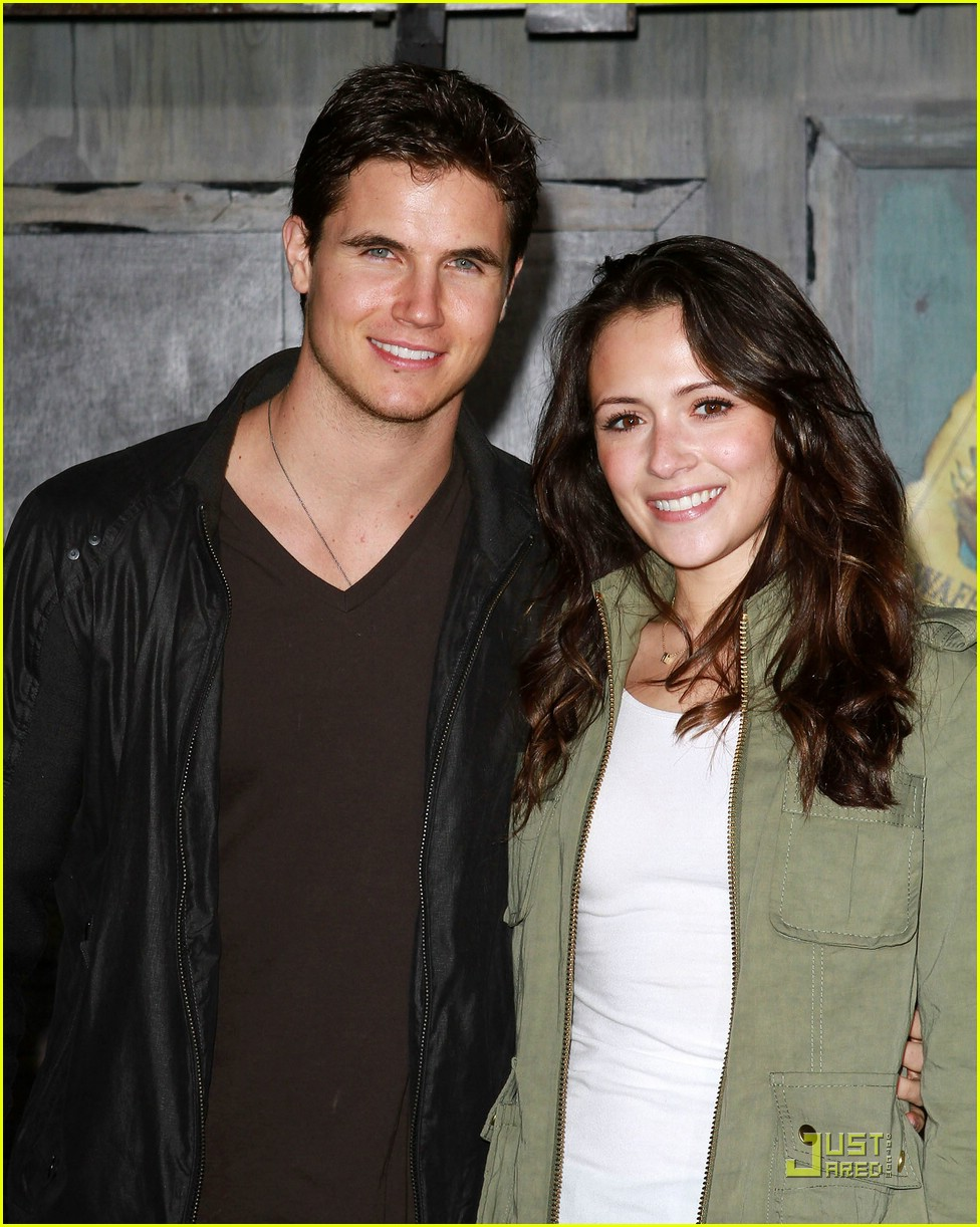 italia ricci robbie amell rango 05