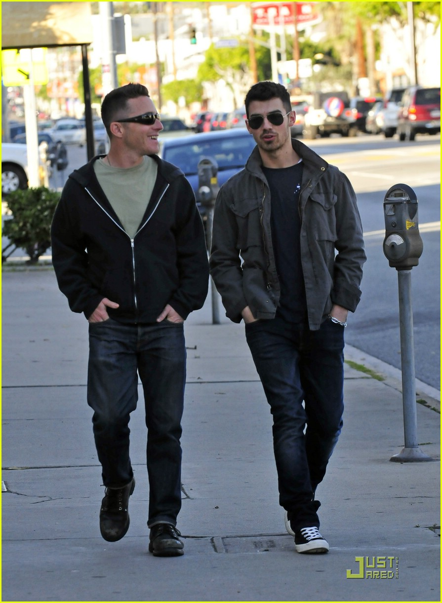 joe jonas homeless real food 06