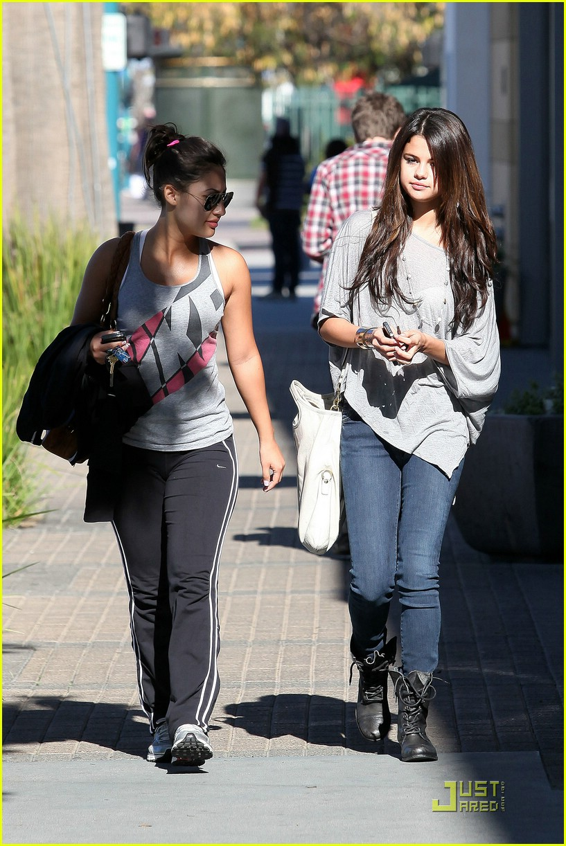selena gomez francia raisa 24