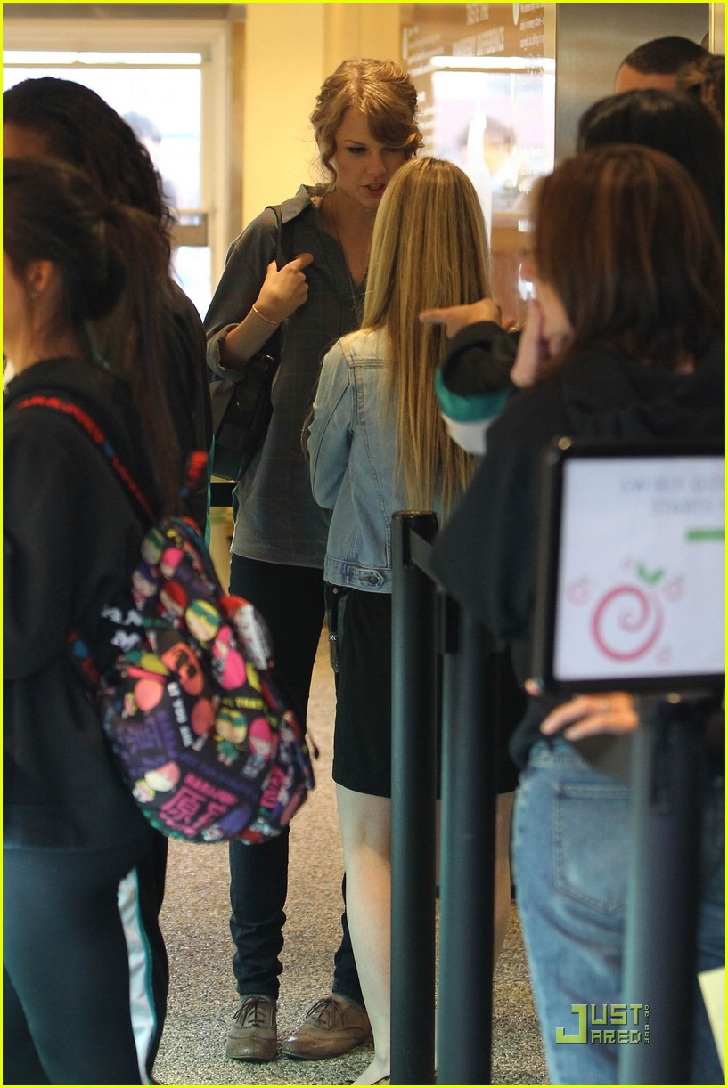 taylor swift pinkberry pretty 03