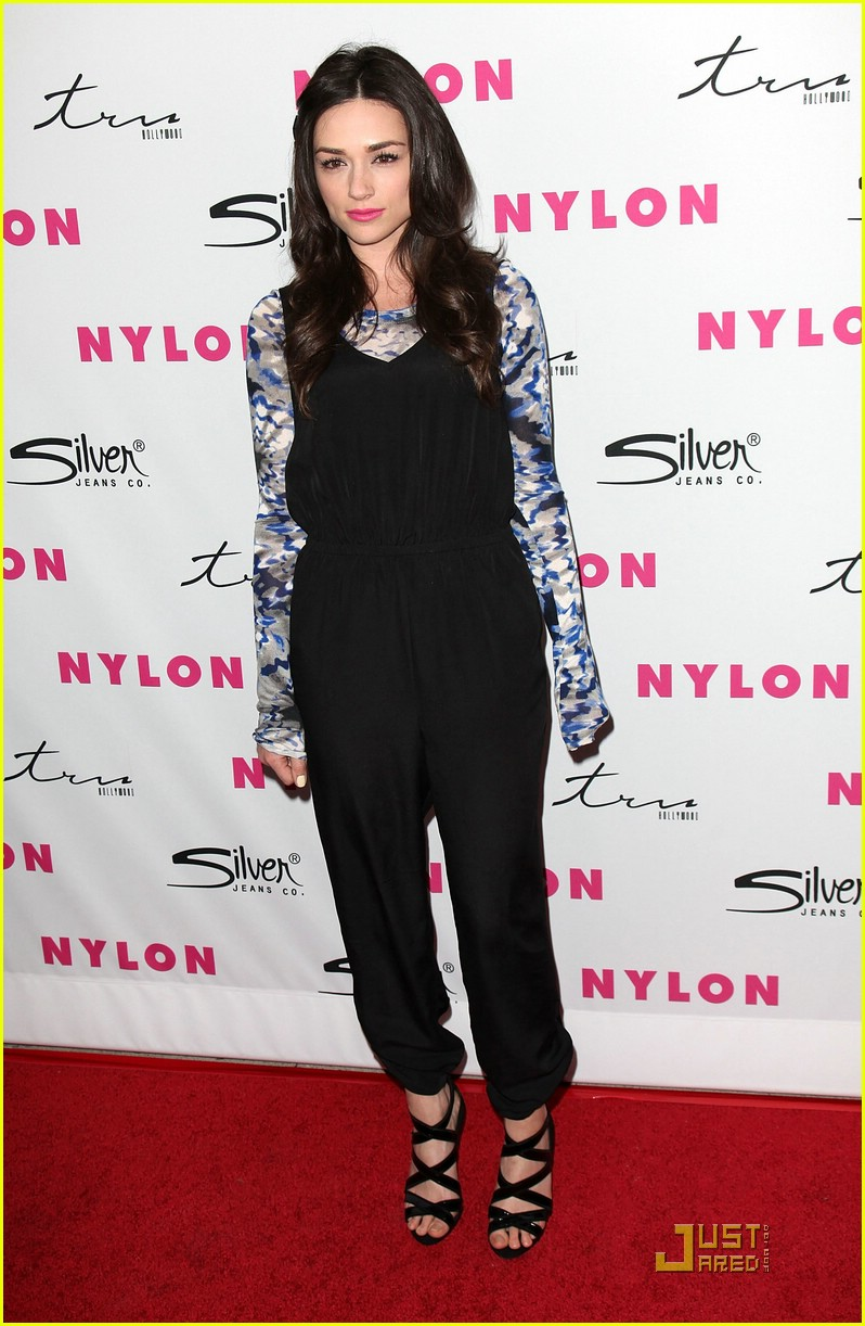 colton haynes crystal reed nylon 02