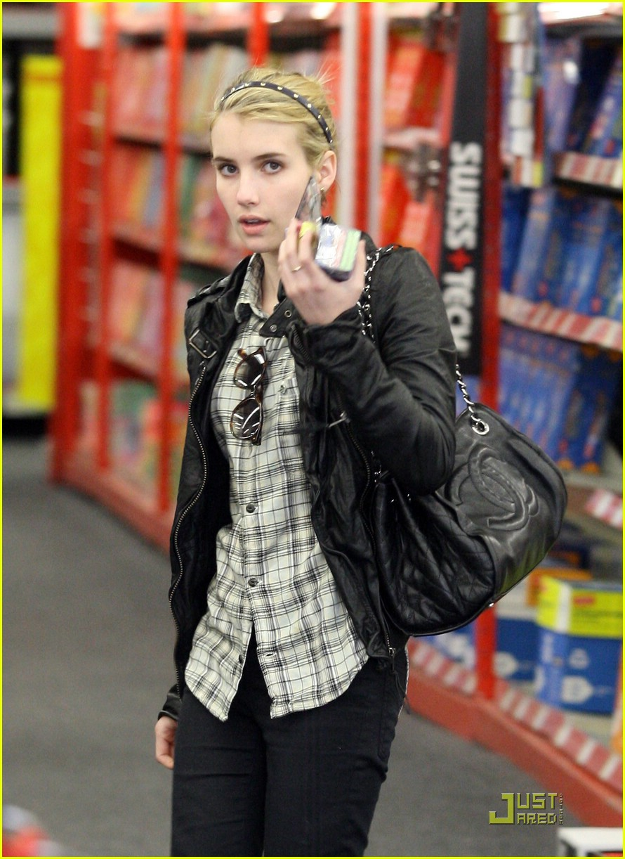 emma roberts staples run 07