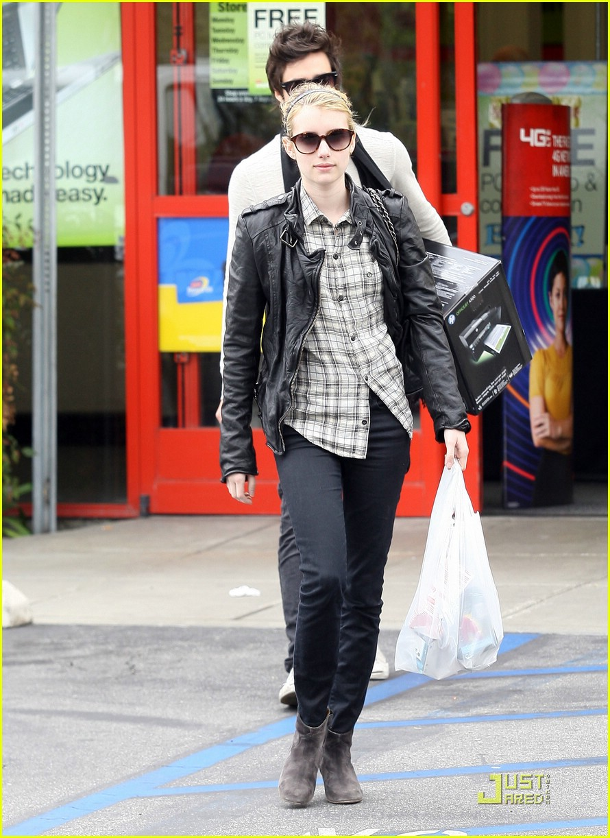 emma roberts staples run 08