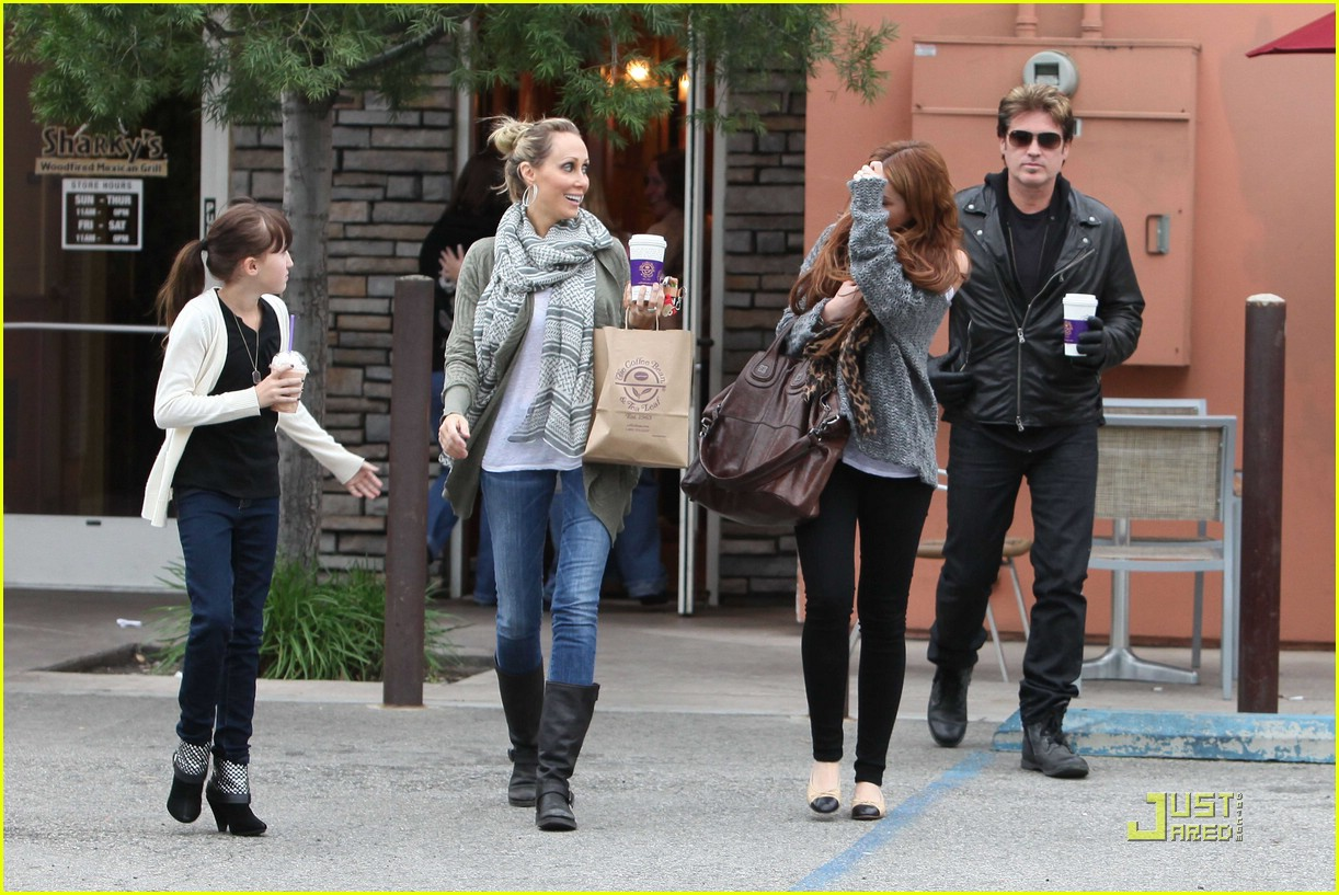 miley cyrus coffee family 05