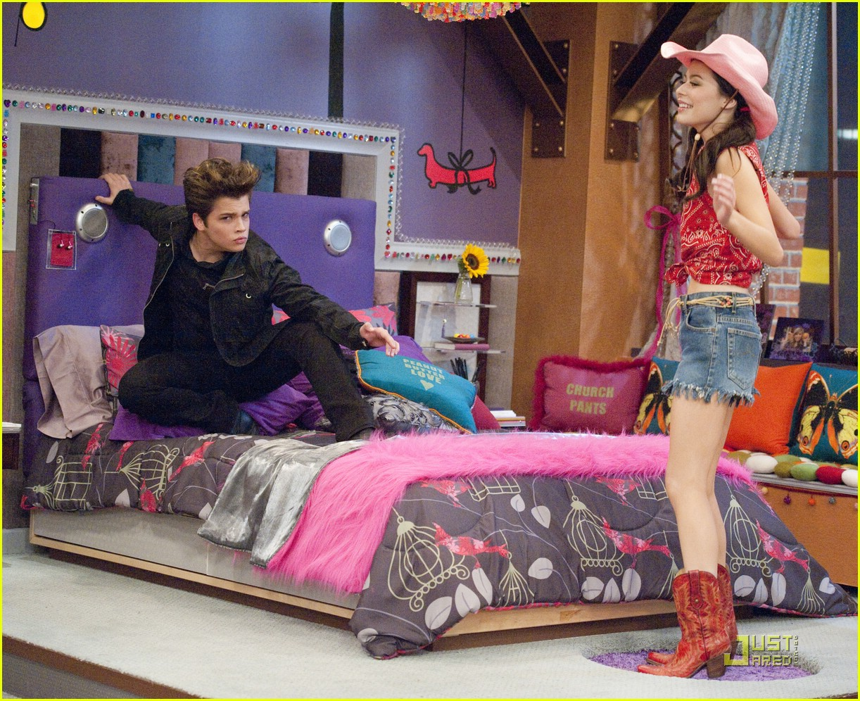 nathan kress spoofs twilight 14