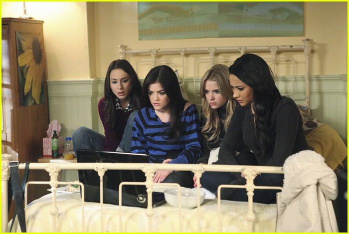 pretty liars laptop ladies 06