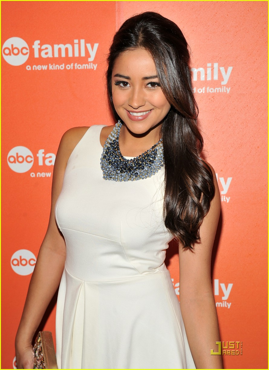 shay mitchell pll upfronts 01