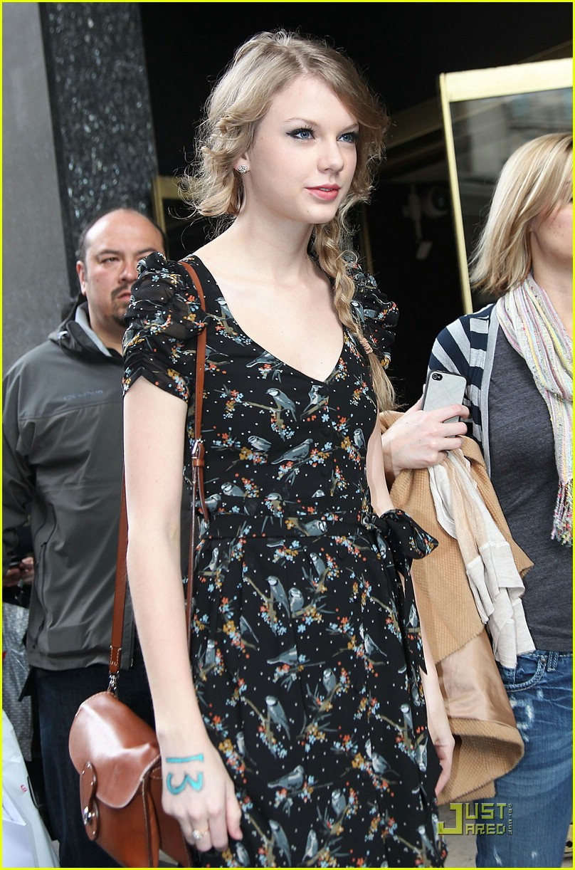 taylor swift paris shopping 09