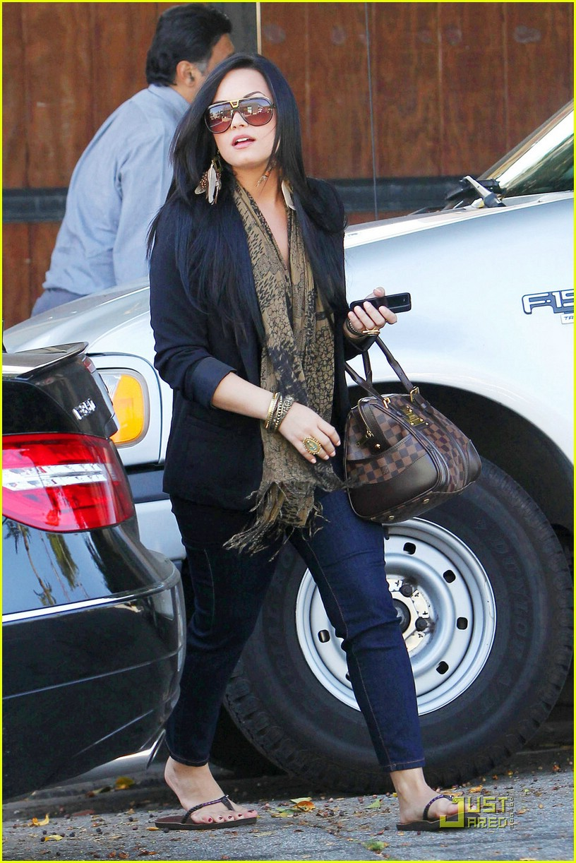 demi lovato urban shopper 06