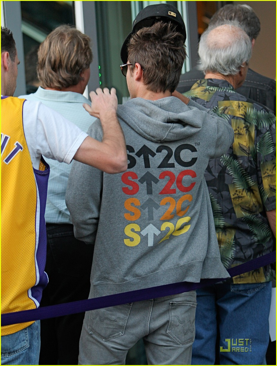 zac efron lakers stand up cancer 11