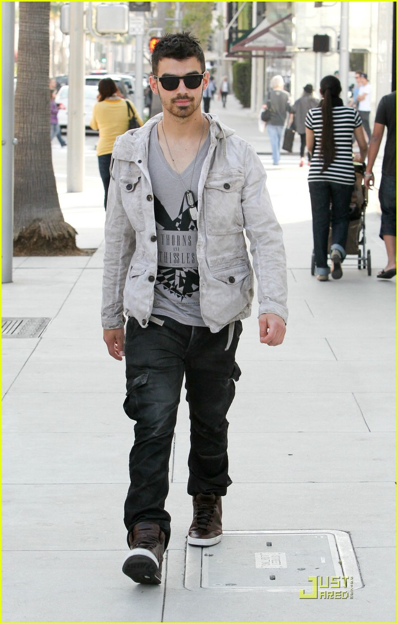 joe jonas beverly hills 01