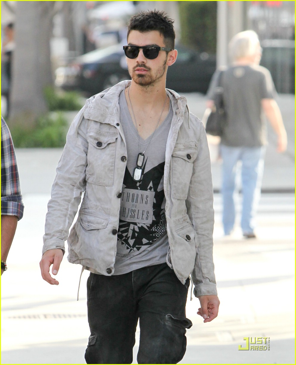 joe jonas beverly hills 09