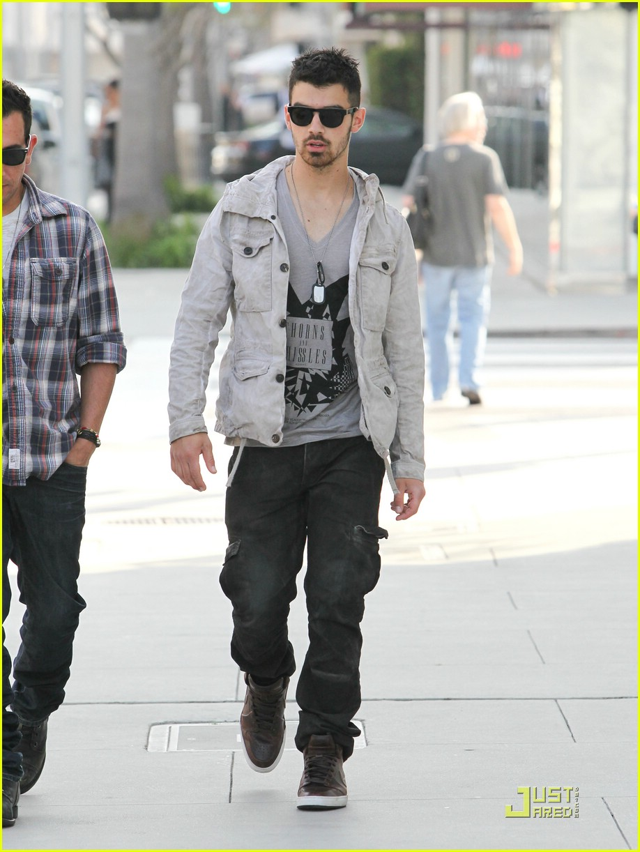 joe jonas beverly hills 13