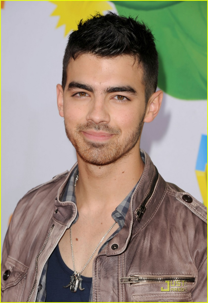 joe jonas kca 2011 02