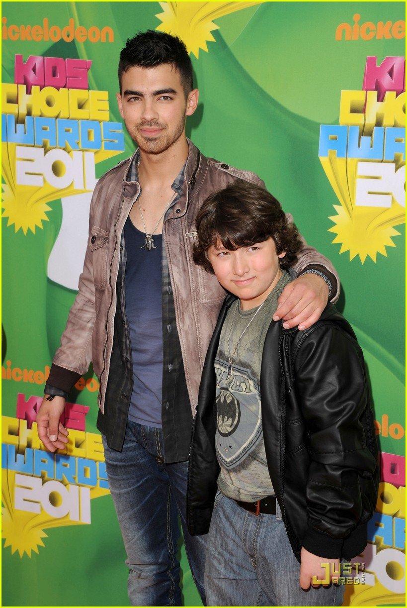 joe jonas kca 2011 05