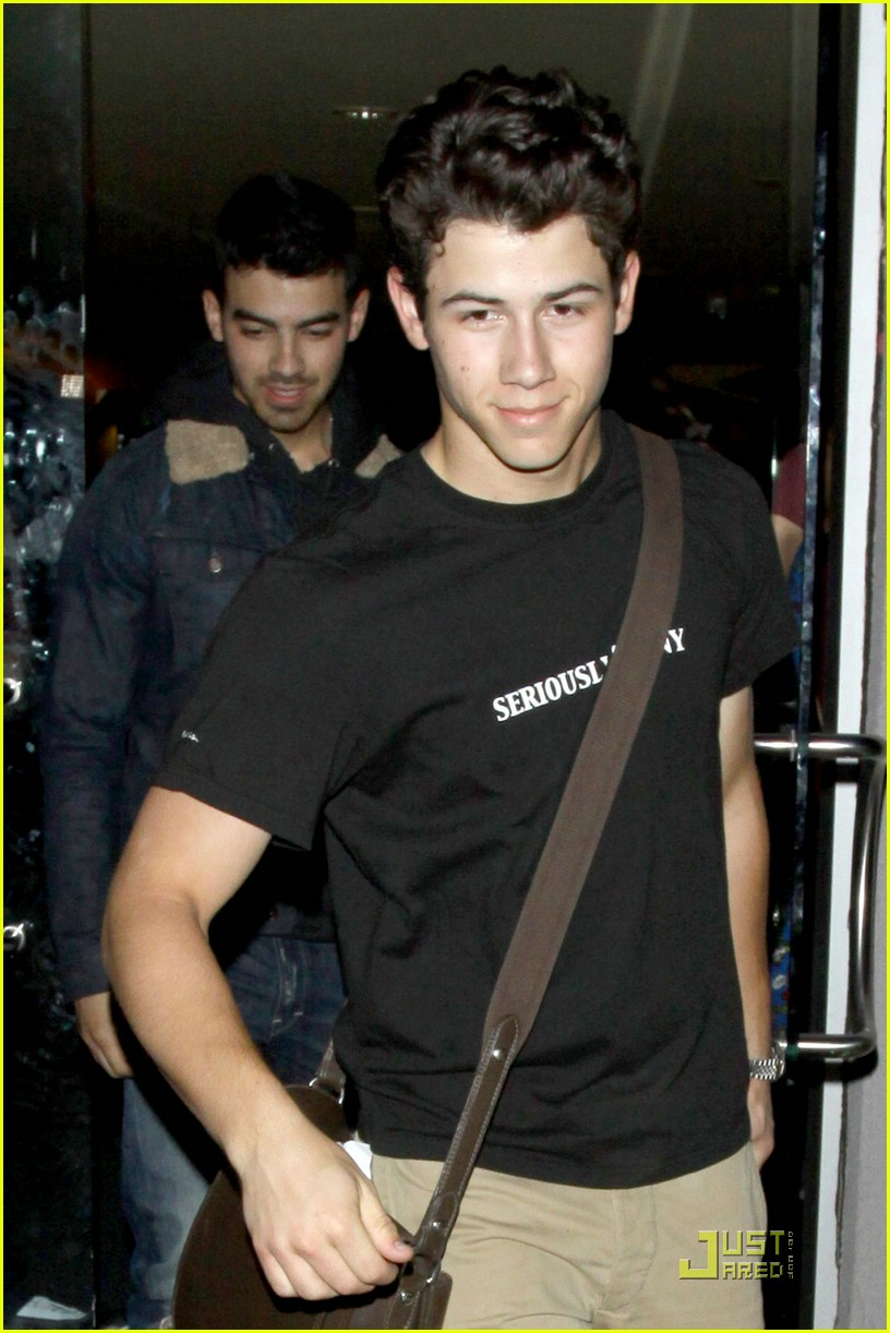 joe nick jonas pinz 01