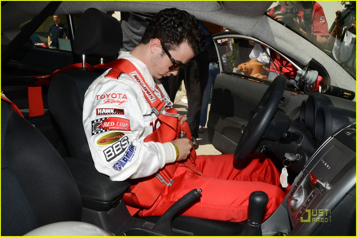 kevin jonas racing day 12