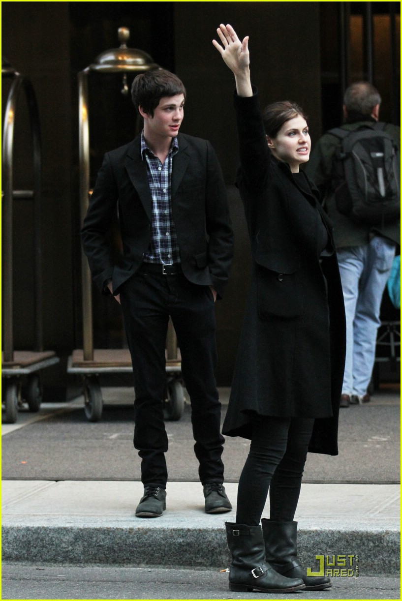 logan lerman alexandra nyc 04
