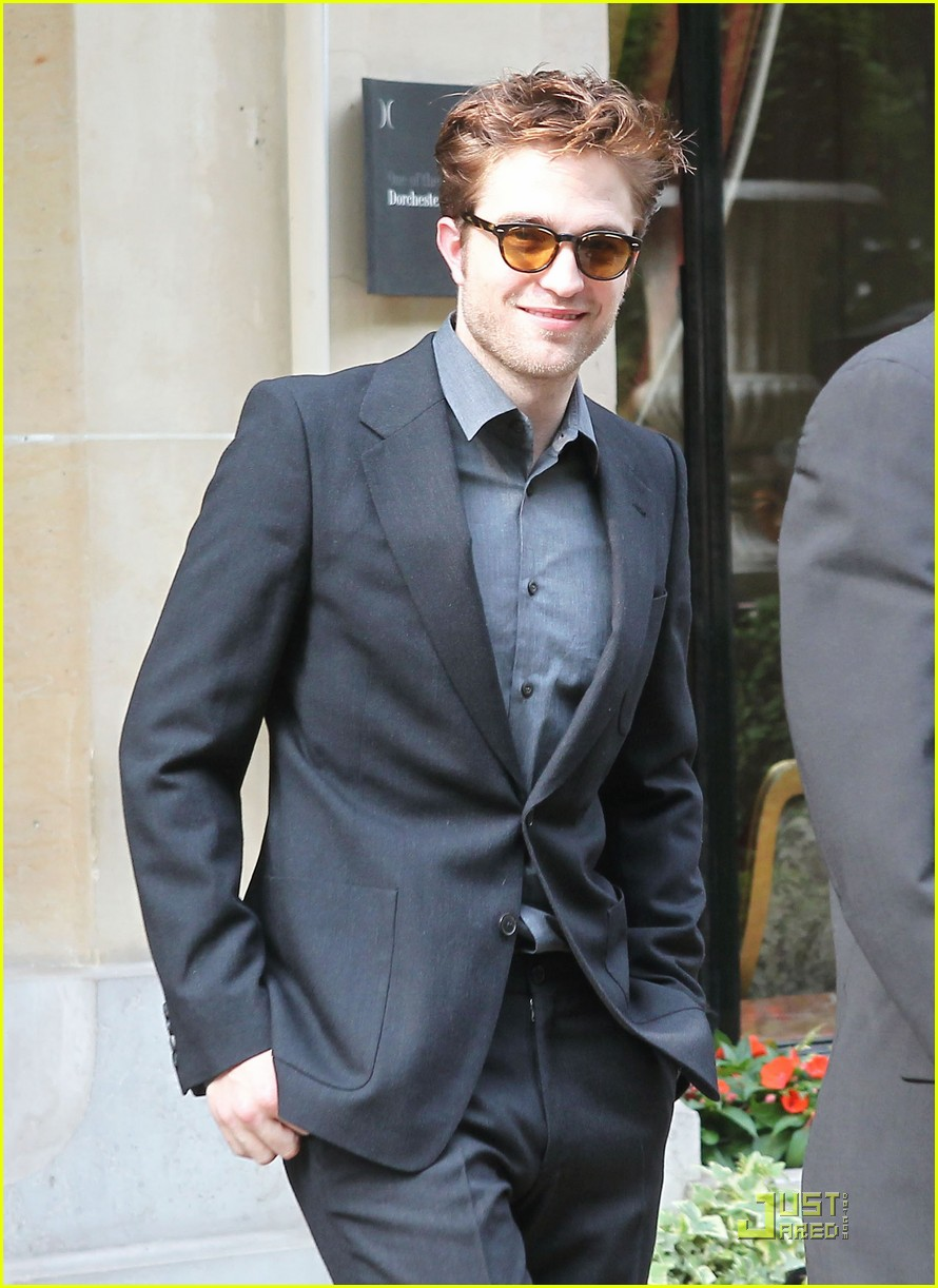 robert pattinson athenee 01