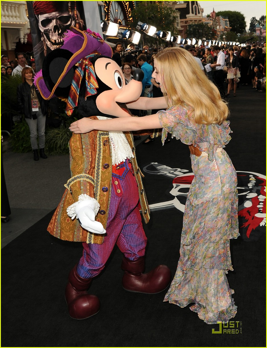 caroline sunshine pirates premiere 15