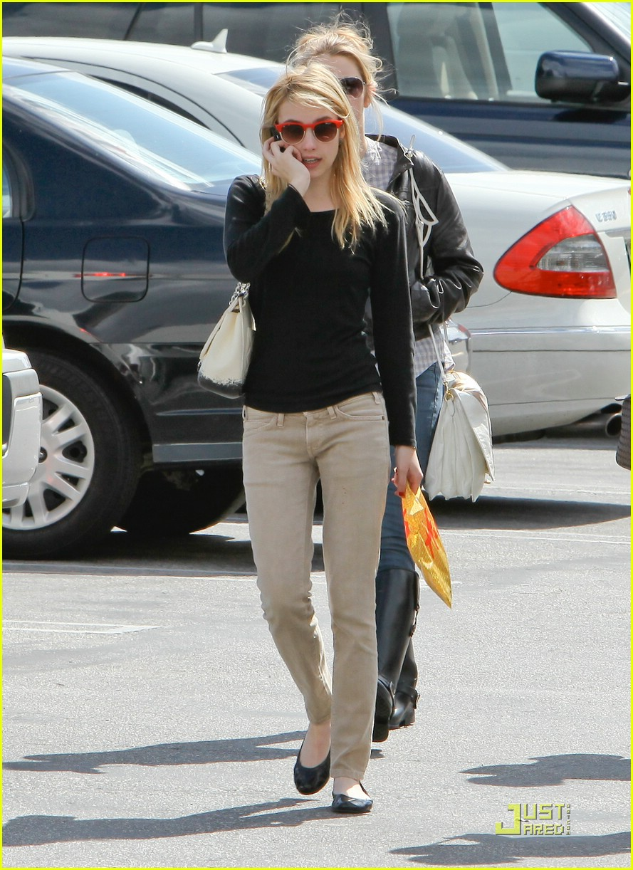 emma roberts parking lot sale 07