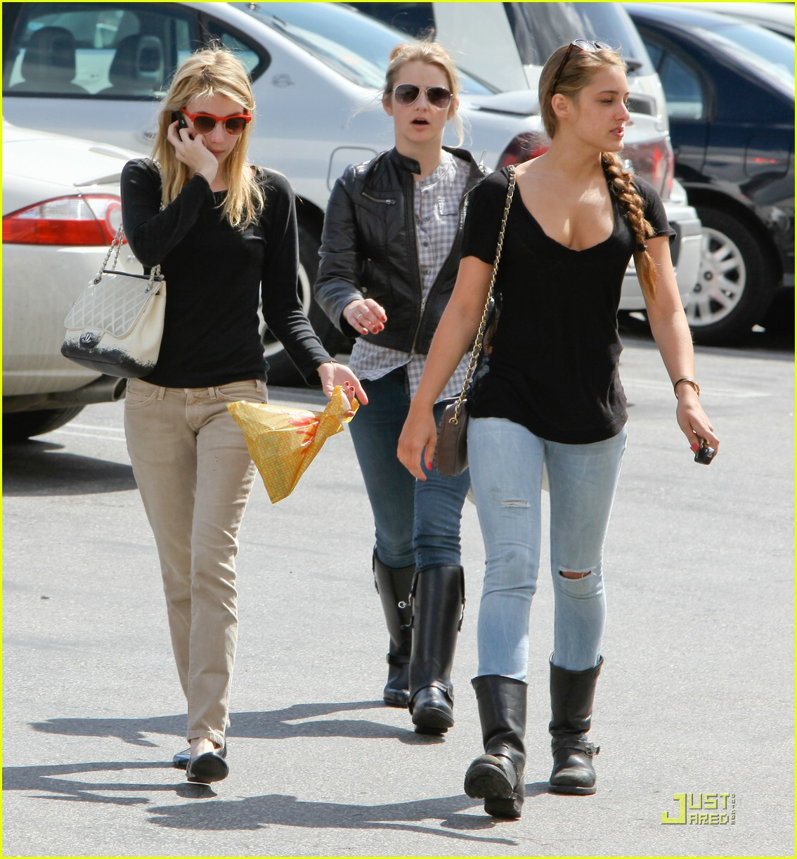 emma roberts parking lot sale 09
