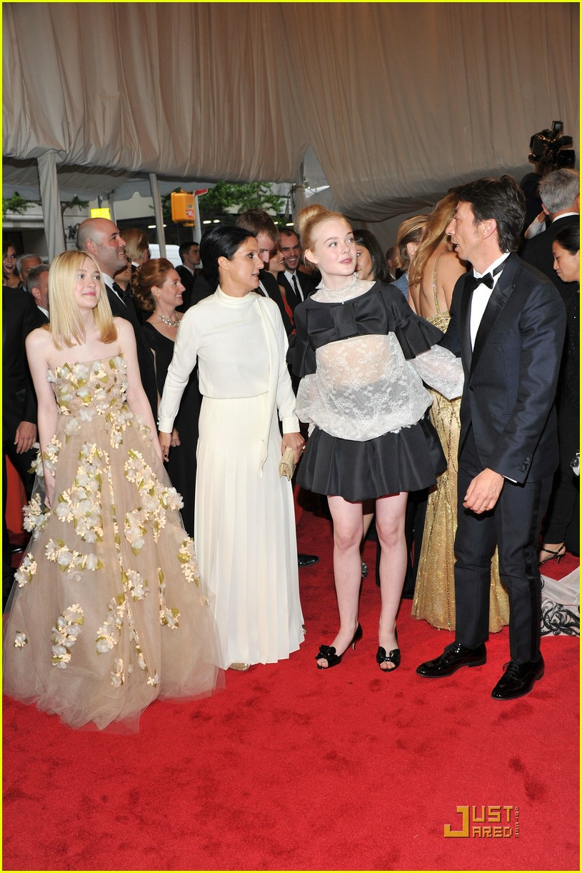 dakota elle fanning met ball 02