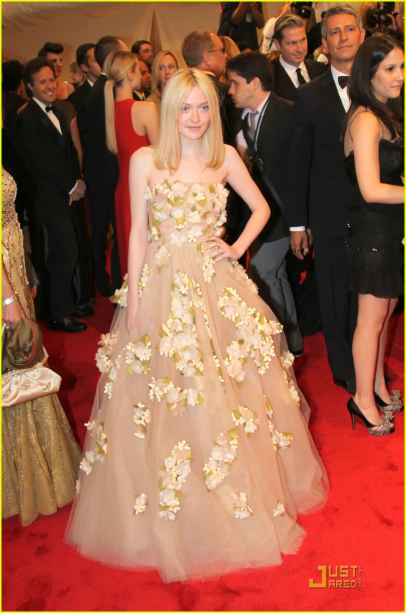 dakota elle fanning met ball 06