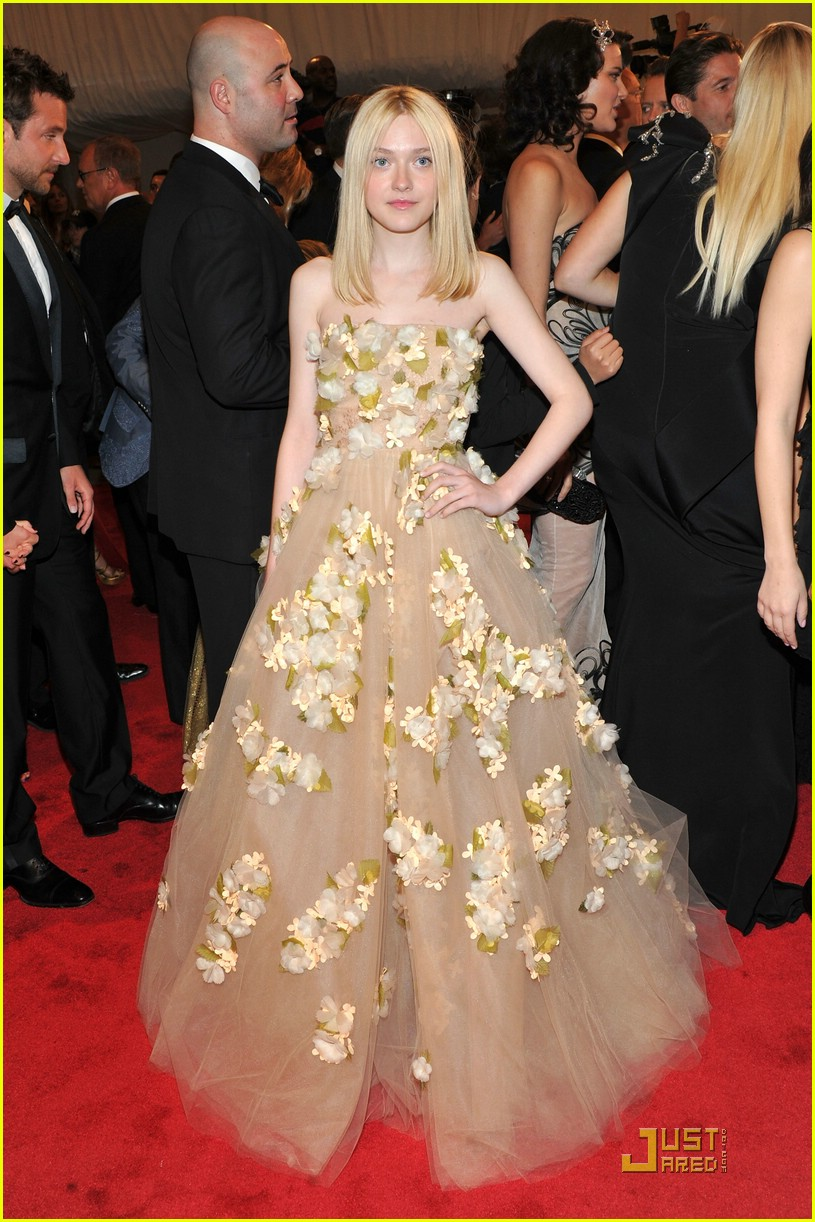 dakota elle fanning met ball 07